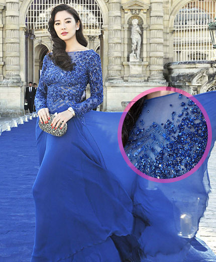 女星挚爱考究3D珠宝礼服让性感加倍