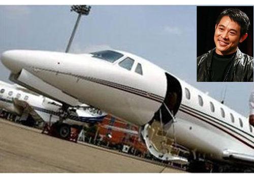成龙价值2亿私人飞机 窥探明星私人飞机(3)