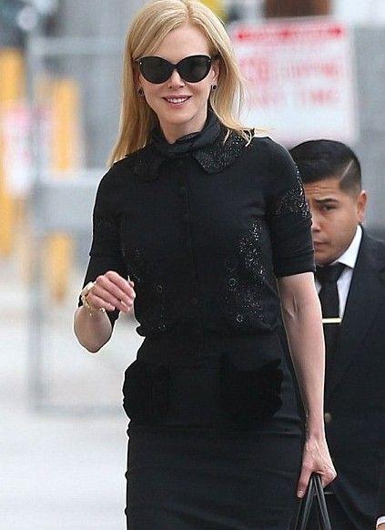 妮可·基德曼全黑装扮现身洛杉矶街头