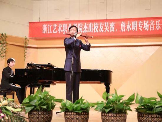 笛子协奏曲《兰花花》由詹永明改编,用浪漫主义手法赞美和歌颂了兰花