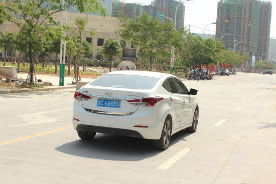 外观动感空间大 北京现代朗动试车报道(2)