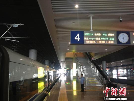 不仅杭州至成都的列车有了变化,杭州至哈尔滨的列车时间也大大缩短