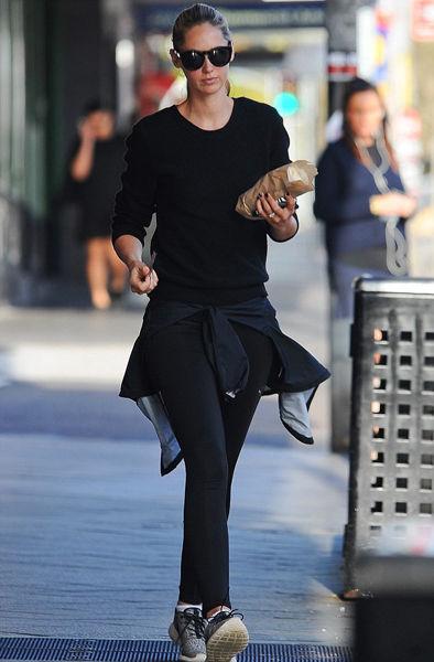 超模尼基·菲利普斯悉尼出街尽显时尚气息(图)