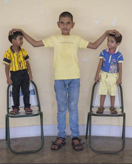 印度5岁小男孩身高1.75米