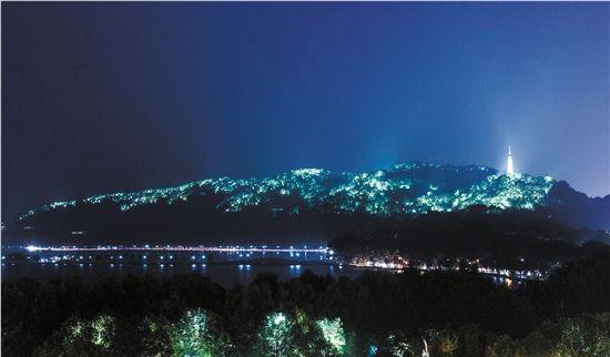 另外,这次工程夜景照明设计基本保留2008年宝石山灯光效果,对亮度