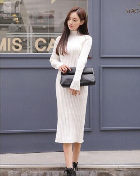 白色针织连衣裙搭配