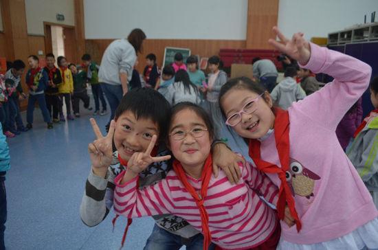 从小培养英语学习兴趣 外籍教师走进江心岛小学