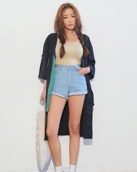 长款和风外套搭配牛仔短裤