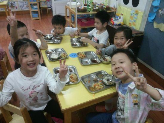 小动物的美食 幼儿园语言区学具