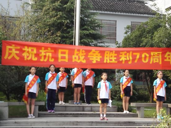 杭州西子湖小学开学第一课:向国旗致敬