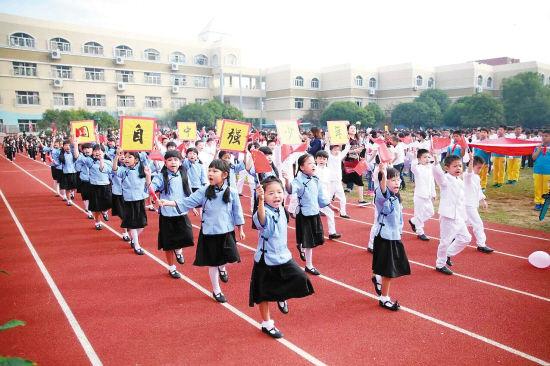 台州1小学运动会开幕式玩穿越 民国风古装齐上