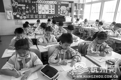 儿童上课坐姿简笔画