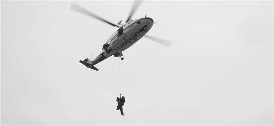 当场昏迷,直升飞机