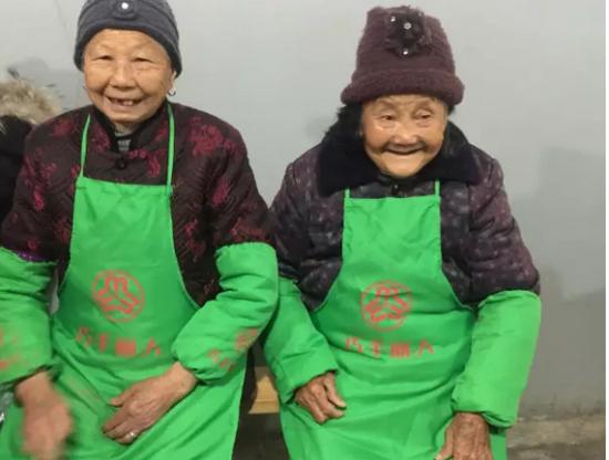 89岁的老人也行动,美化庭院户户参与