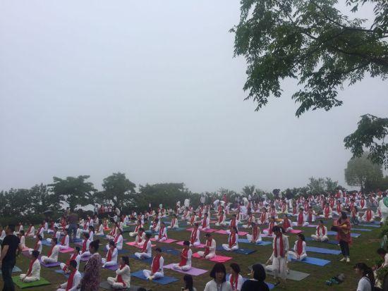 中印千人瑜伽大会天台仙境启幕
