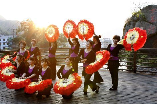 民俗文化旅游节在下姜隆重开幕