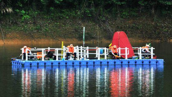 筏钓是非常流行的一种钓法