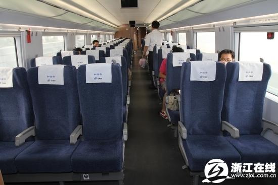 高铁行李箱放座位前_高铁上车行李箱尺寸