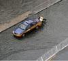 暴雨后泡在水里的车