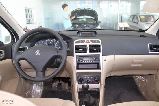 东风标致新307全系列车型配备的cd及收音机组合音响