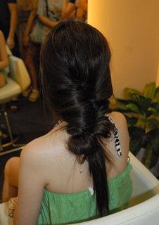 时尚微体验:打造干练十字盘发
