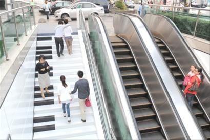 实拍杭州钢琴楼梯